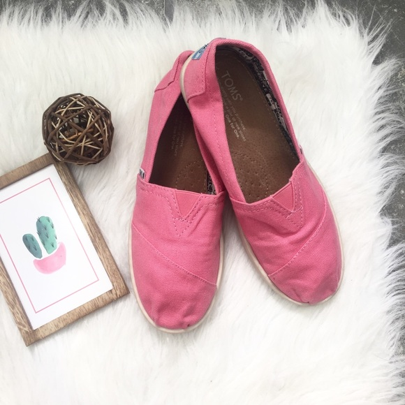 d6b0b2ea1d3ce TOMS Bubblegum Pink Classic Canvas Slide Sneakers.  M 5b4cfabdbaebf6bd6f28cd77